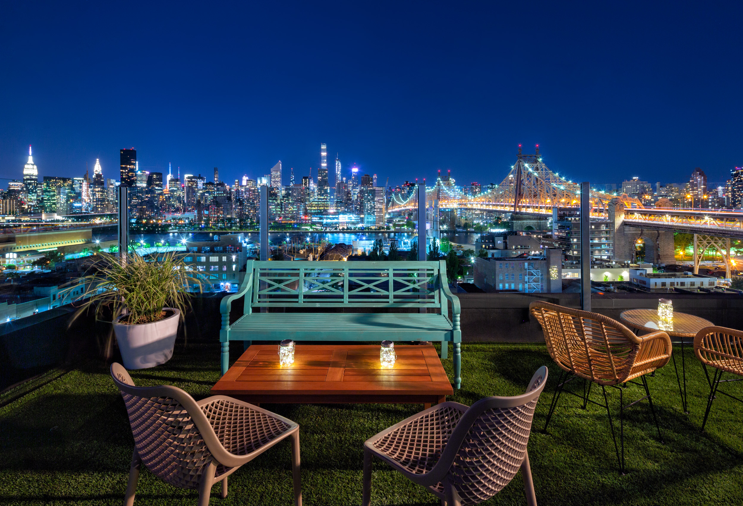 Savanna Rooftop - NYC Skyline Views