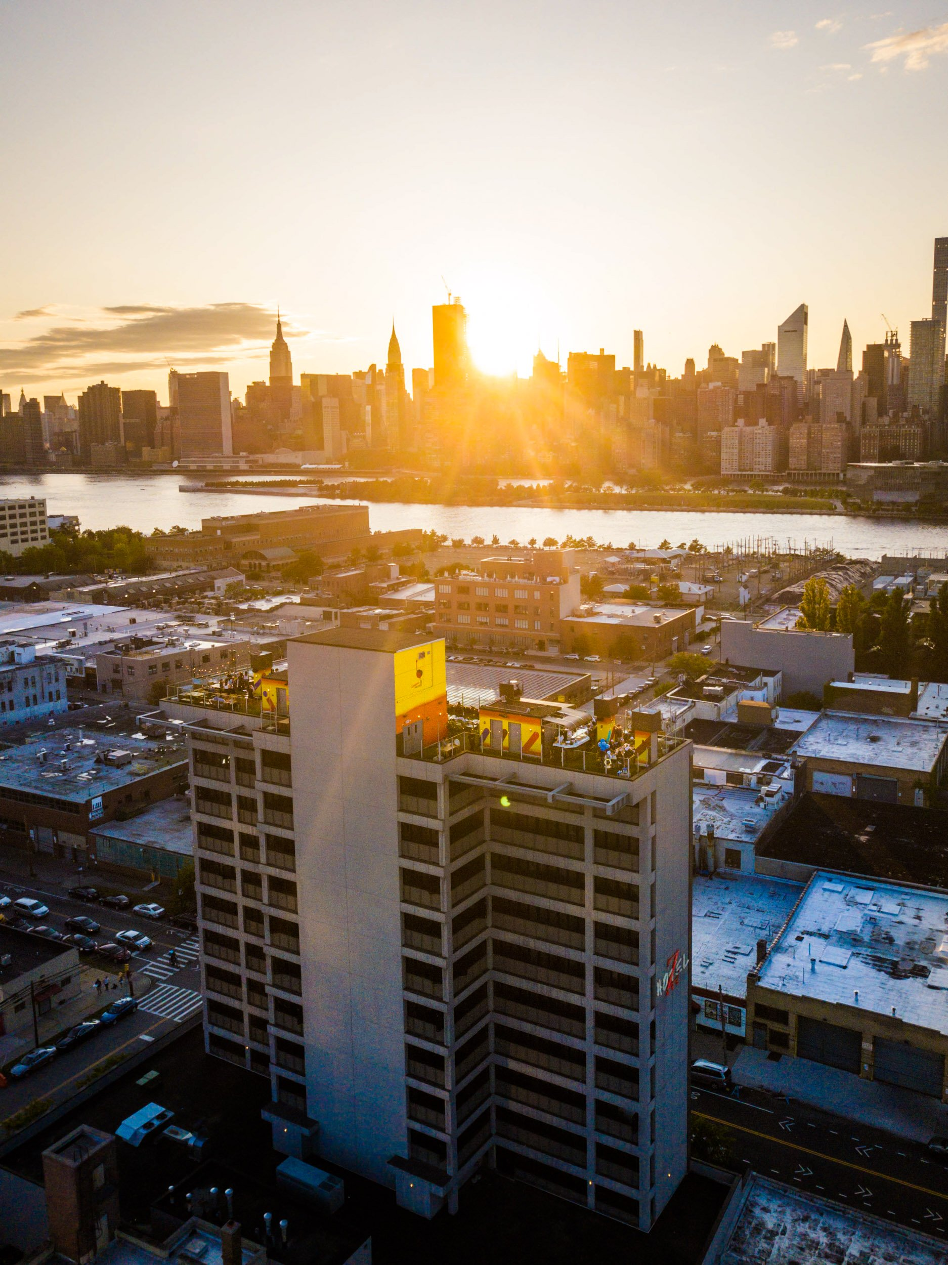 Savanna Rooftop - NYC Skyline Sunset View